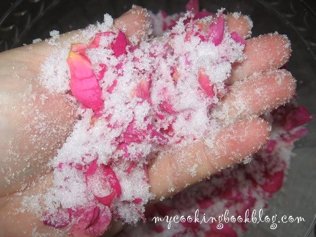 Сладко от маслодайни или градински рози