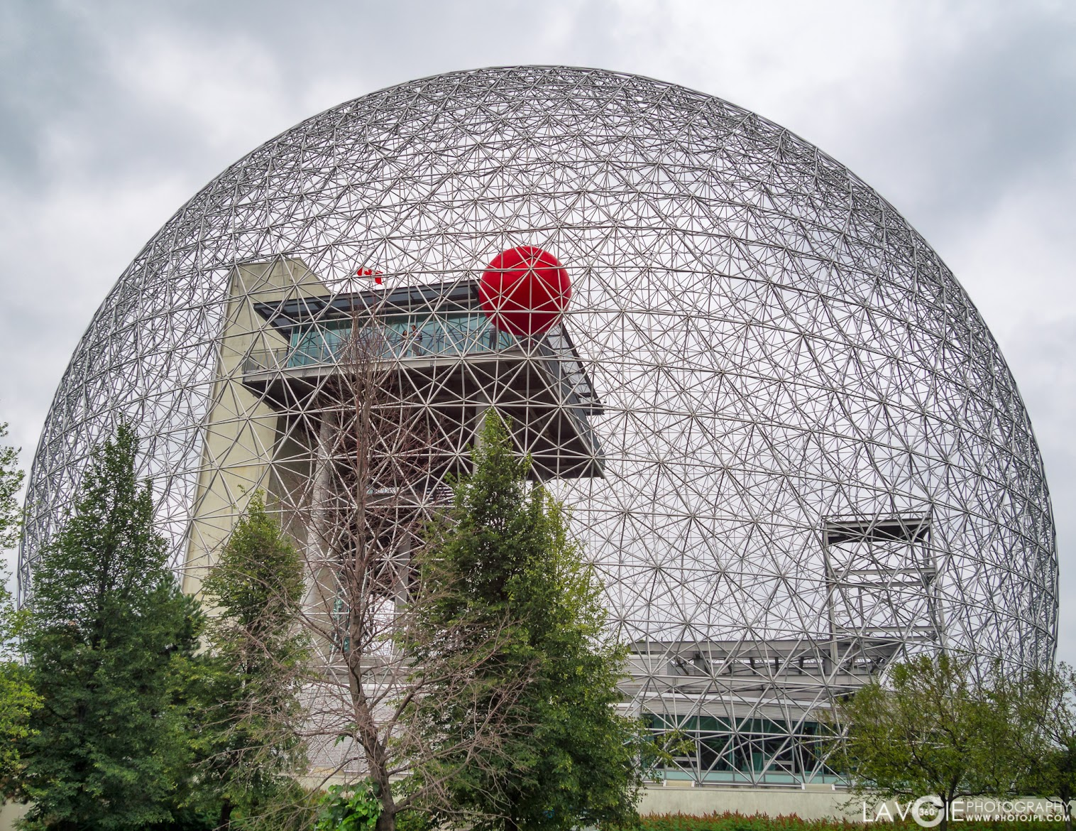 Biosphère de Montréal et le RedBall