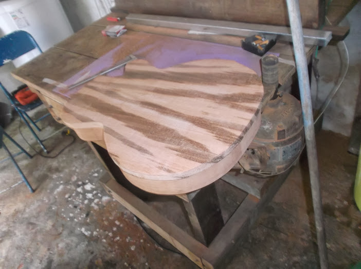 Construção inspirada Les Paul Custom, meu 1º projeto com braço colado (finalizado e com áudio) DSCF0535
