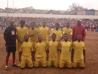 Les joueurs de l'As Veti Club, posant au stade Lumumba de Matadi. Photo Deroits tiers.