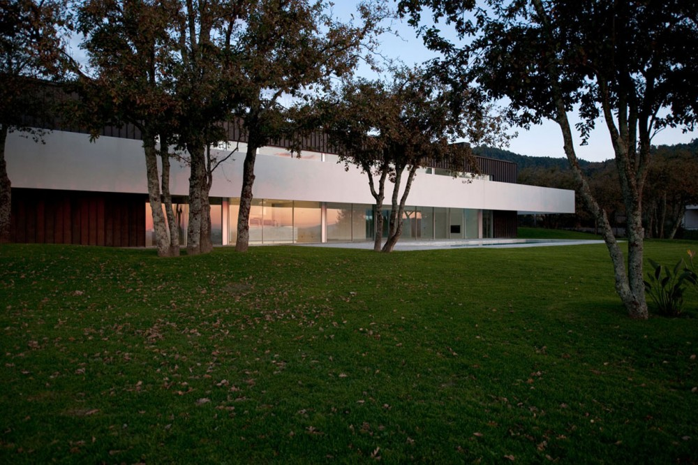 House in Bom Jesus design by Topos Atelier de Arquitectura