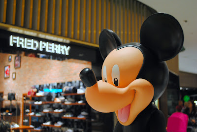 servicefromheart travelxp dubai mall uae emirates  mickey mouse