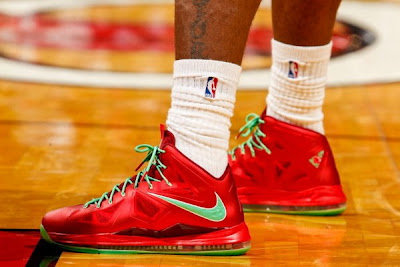 nike lebron 10 pe christmas 1 01 Detailed Look at LBJs Christmas PE with Diamond Swoosh