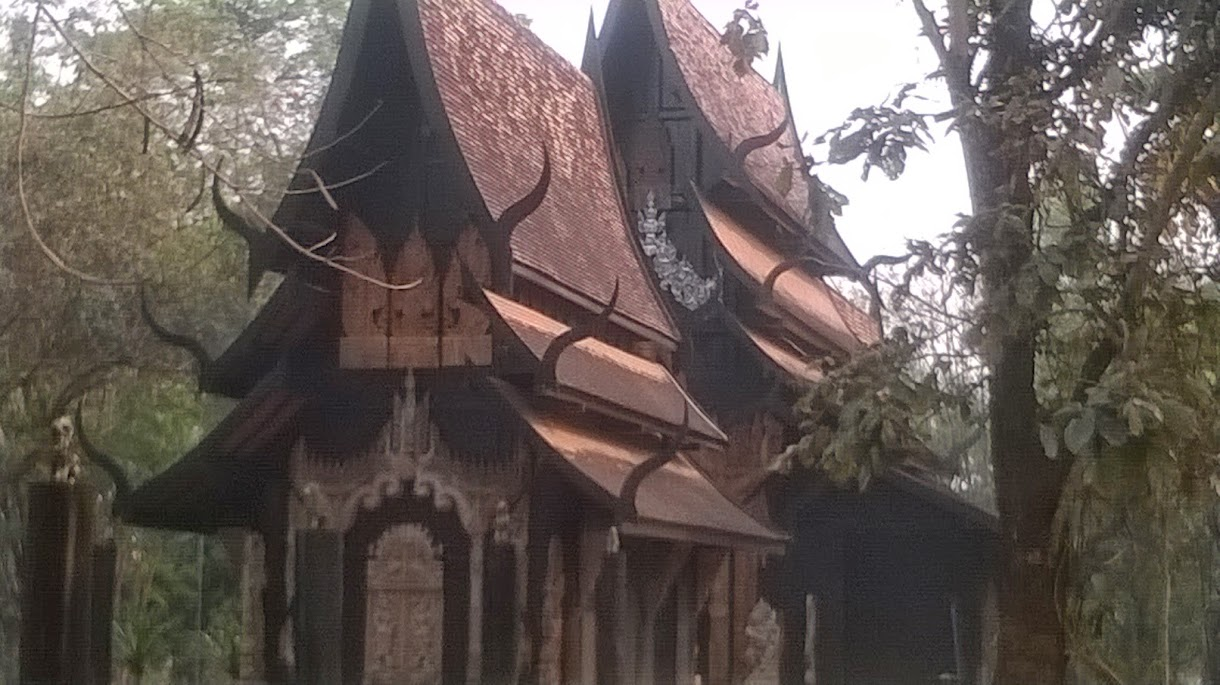 Der schwarze Tempel nahe Chiang Rai