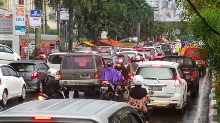 Hujan Plus Liburan Jalan A Yani Sempat Macet Total
