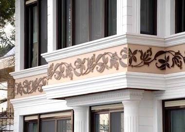 Монтаж декоративных элементов мокрого фасада в Барнауле