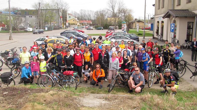 Grupówka na starcie w Mrozach = 77 rowerzystów