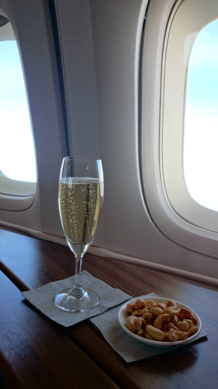 DSC 2912 - REVIEW - Cathay Pacific : First Class - Hong Kong to Tokyo (B747)
