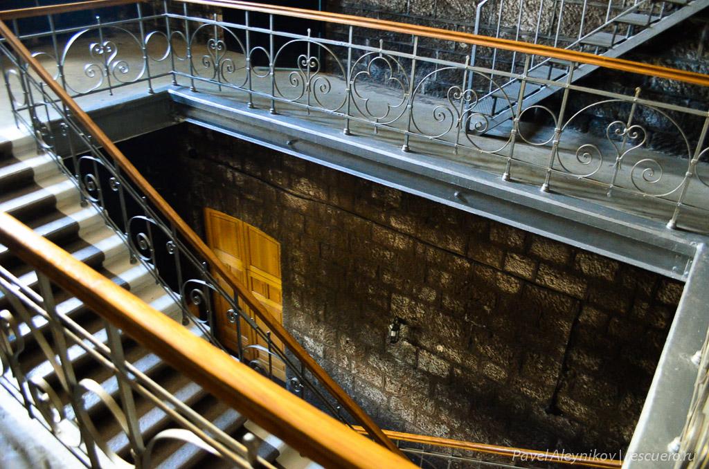 Лестница в подвалы Массандры