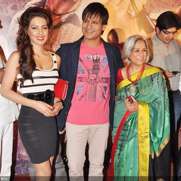 Vivek Oberoi flanked by lovely ladies, co-star Geeta Basra and his beautiful mother Yashodhara at the premiere of the movie 'Zila Ghaziabad', held at PVR Cinema in Mumbai, on February 21, 2013. (Pic: Viral Bhayani)