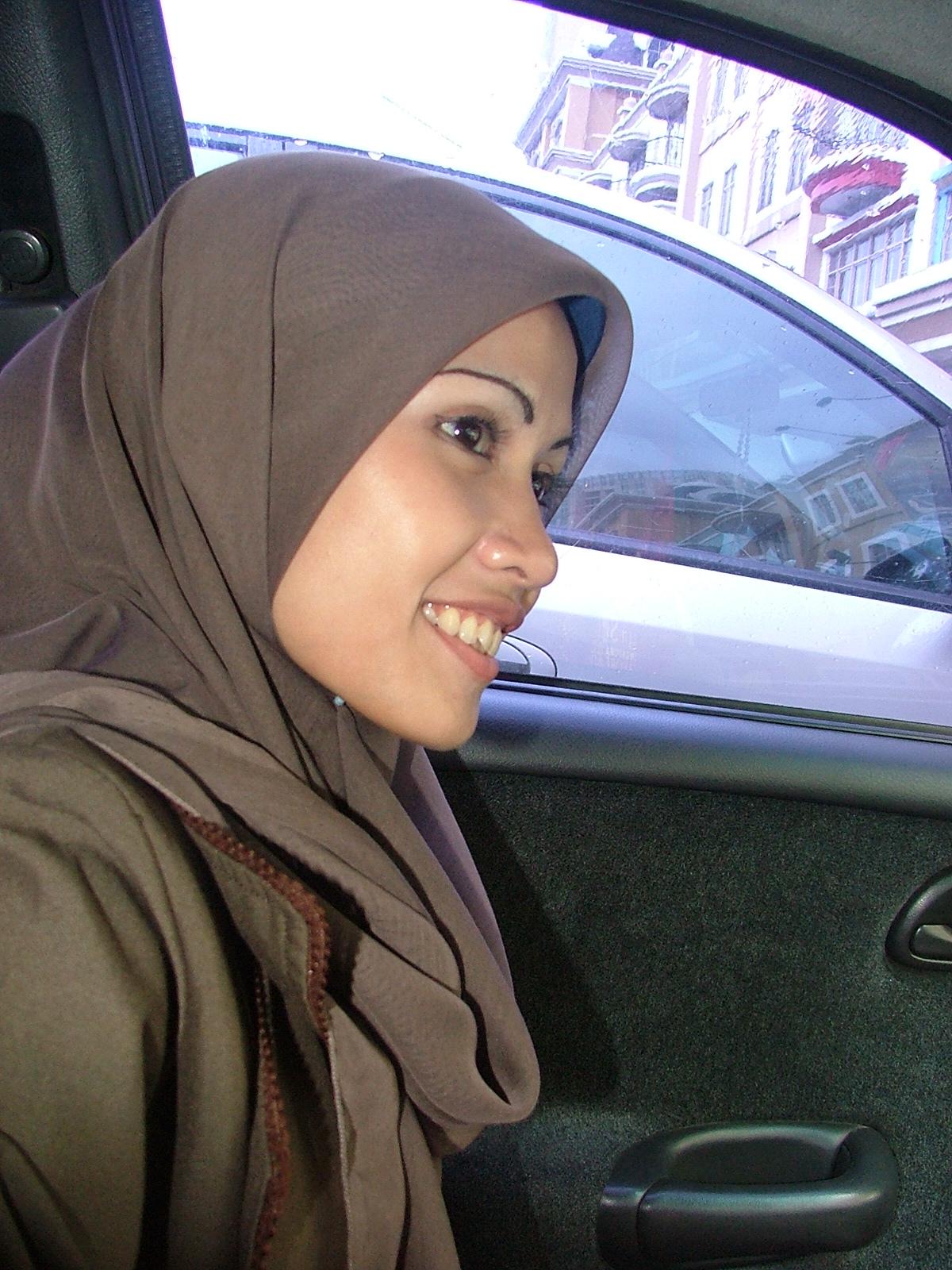 Mungkin Wanita Yang Mengenakan Jilbab Itu Lebih Seksi Daripada Cewek Yang Memamerkan Sebagian Auratnya Karena Wanita Yang Menggunakan Jilbab Mampu