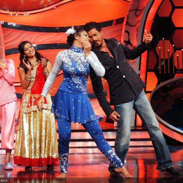 Shah Rukh Khan performs at the promotion of the movie Chennai Express, on the sets of dance reality show DID Super Moms, in Mumbai, on July 3, 2013. (Pic: Viral Bhayani)