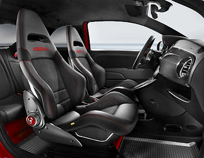 Abarth 695 Tributo Ferrari interior