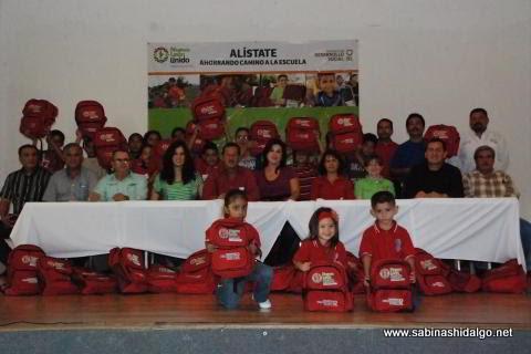 Entregaron paquetes de útiles del programa Alístate ahorrando camino a la escuela