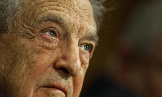 """6 ngày sau khi ông Trump giành chiến thắng, nhóm Liên minh Dân chủ được tài trợ bởi OSF của tỷ phú George Soros đã họp lại để """"đánh giá"""" sự thất bại của Hillary Clinton trước Donald Trump, cũng như bàn thảo nghị trình """"chống Trump"""". (Getty)"""