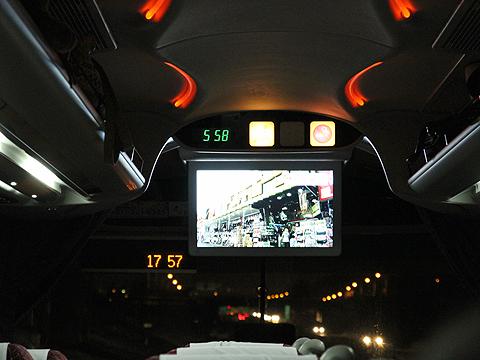 北海道中央バス「高速はこだて号」 2537 前方液晶モニター