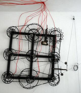 machine qui tire les ficelles, générateur de mouvement linéaire apériodique