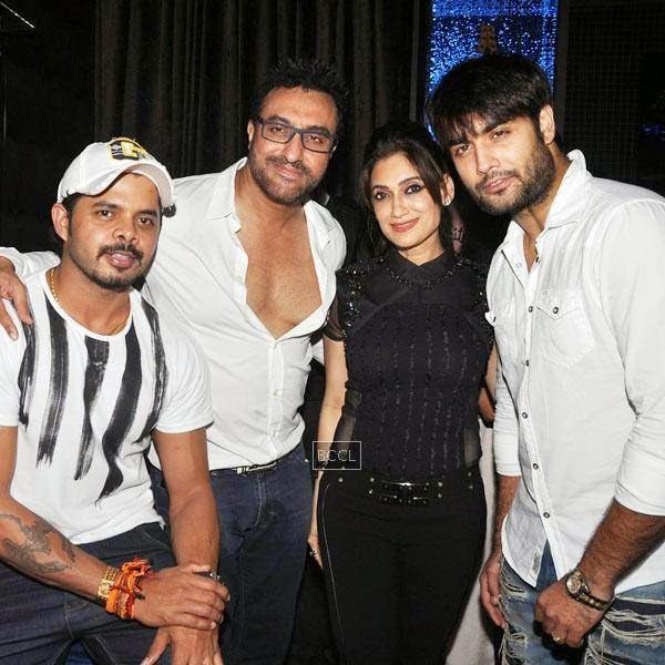 Sreesanth poses with TV stars during Ankit Tiwari's live concert, held at Hard Rock Cafe, on July 11, 2014.(Pic: Viral Bhayani)