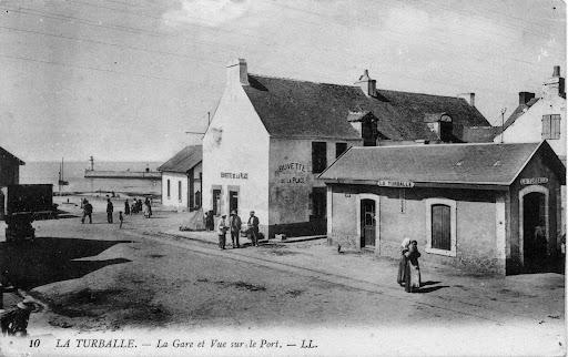 Ancienne gare de La Turballe (devant l'agence)