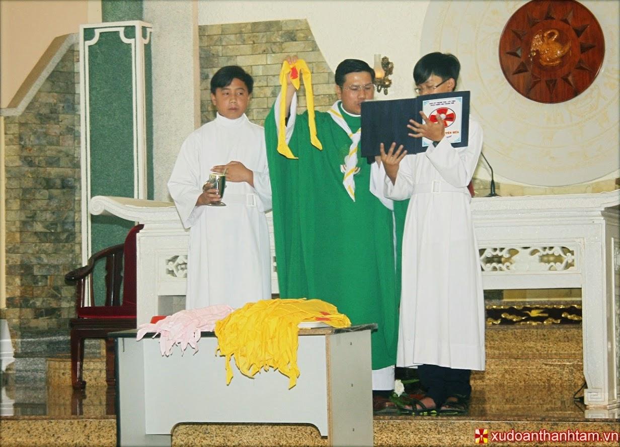 [Hình ảnh] Thánh lễ trao khăn và khai giảng năm học 2013 - 2014