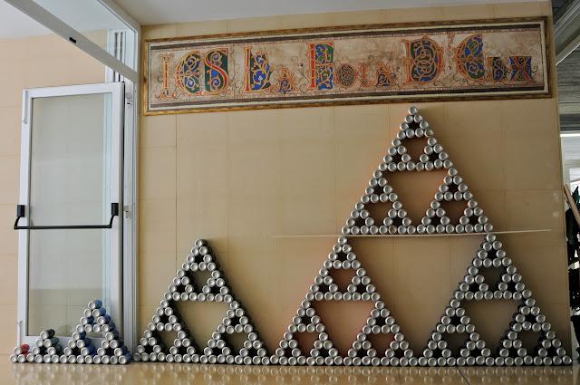 Resultado de imagen de triangulo de sierpinski con latas