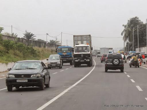 Trafic sur l'avenue des poids lourds à Kinshasa le 28/08/2014. Radio Okapi/Ph. John Bompengo