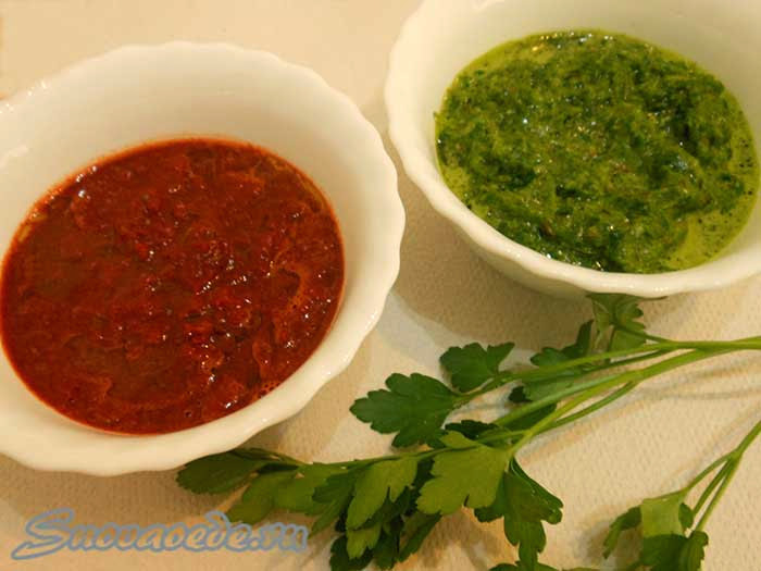 зеленый и красный соусы
