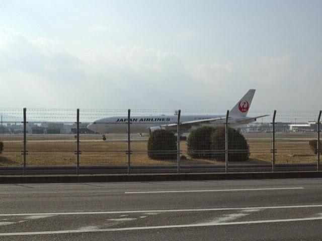 福岡空港の滑走路の飛行機