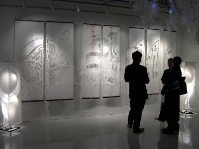 国内外のアーティストが出展する現代アート展「トランスナショナルアート2013」に大判和紙のアート作品「kon-gara」を出展