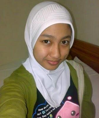 Skandal Gadis Jilbab Doyan Bugil