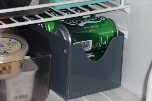 Brico caja en pvc para latas cerveza refresco para el int for Dispensador de latas para frigorifico