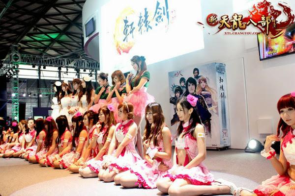 Ngắm showgirl tại gian hàng Tân Thiên Long Bát Bộ 9
