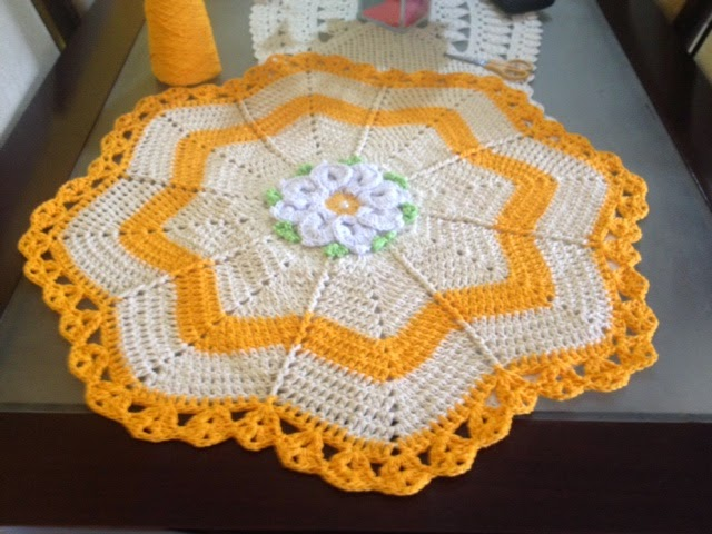 Tapete Floral Marcelo Nunes : Artes em Agulhas: Tapete estrela flor Margarida bicuda!
