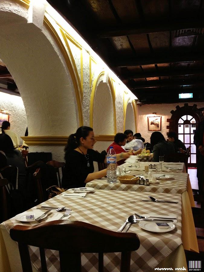餐廳內的特色木天花和澳式牆壁