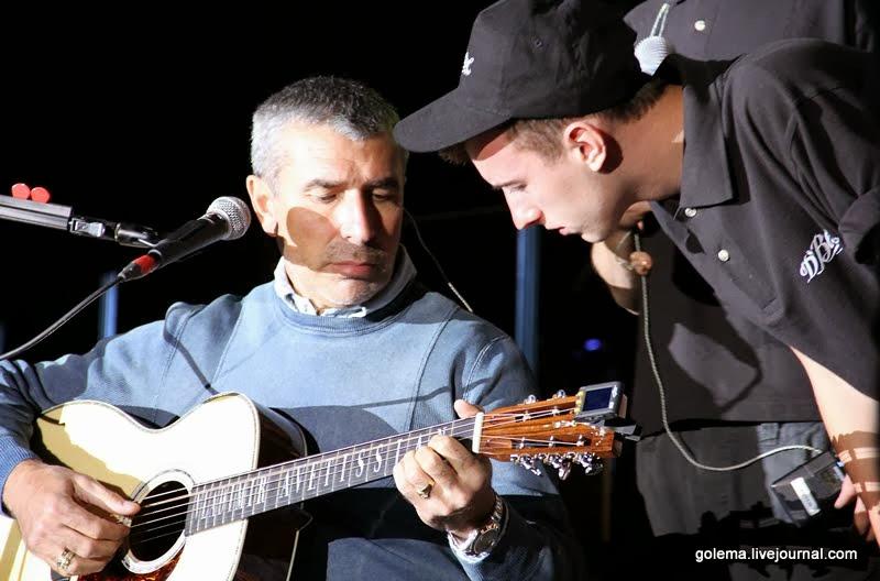 Аветисян на концерте в Карабахе, фото http://golema.livejournal.com/279173.html