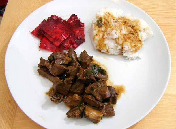 Razvan Anton - Inima de porc cu sos de soia orez salata de sfecla rosie