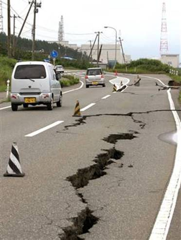 TSUNAMI EARTHQUAKE HORRIBLE SHOCKING PICTURES JAPAN 2011