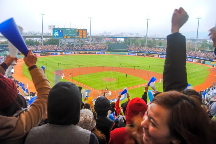 9 Unique Bucket List Experiences in Taiwan: Go to a baseball game!