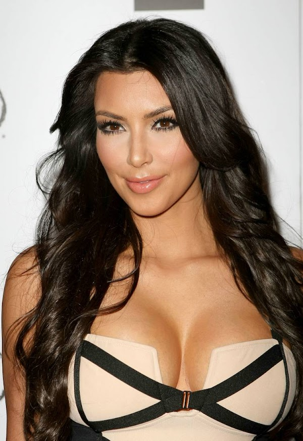 Kim Kardashian Big Cleavage(Best-9photos)9