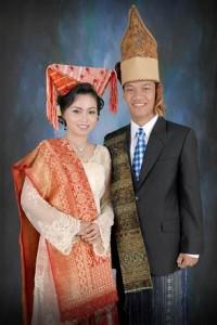 Pakaian Adat Padang Pakaian Tradisional Padang 200x300 Pakaian Adat Tradisional Indonesia