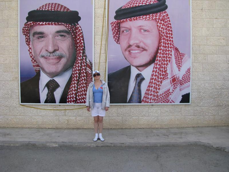 Слева направо: (прежний) король Иордании Хусейн, Оля, король Иордании Абдалла Второй