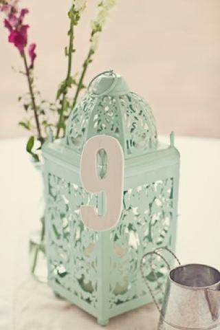 Mesero en jaula decorativa número 9