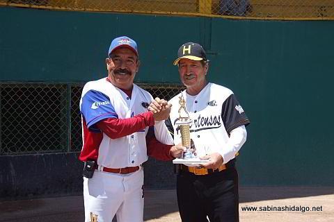 Rogelio Cárdenas, campeón jonronero en el softbol de veteranos