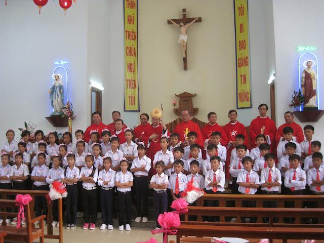 Thánh lễ ban phép Thêm sức và làm phép nhà Mục Vụ tại giáo xứ Ninh Trang