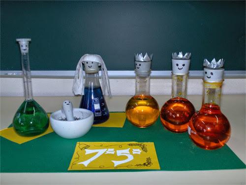 Presépios criativos - presépio de instrumentos de laboratório