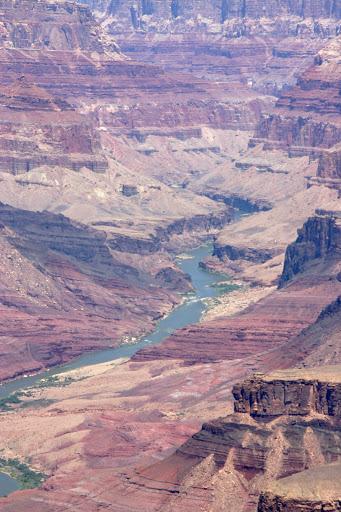 El río Colorado al fondo del Gran cañón