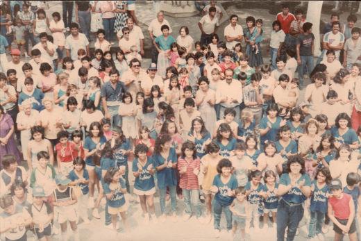 Festejo en la plaza principal por el campeonato nacional obtenido por la Liga Pequeña Sabinas en 1986