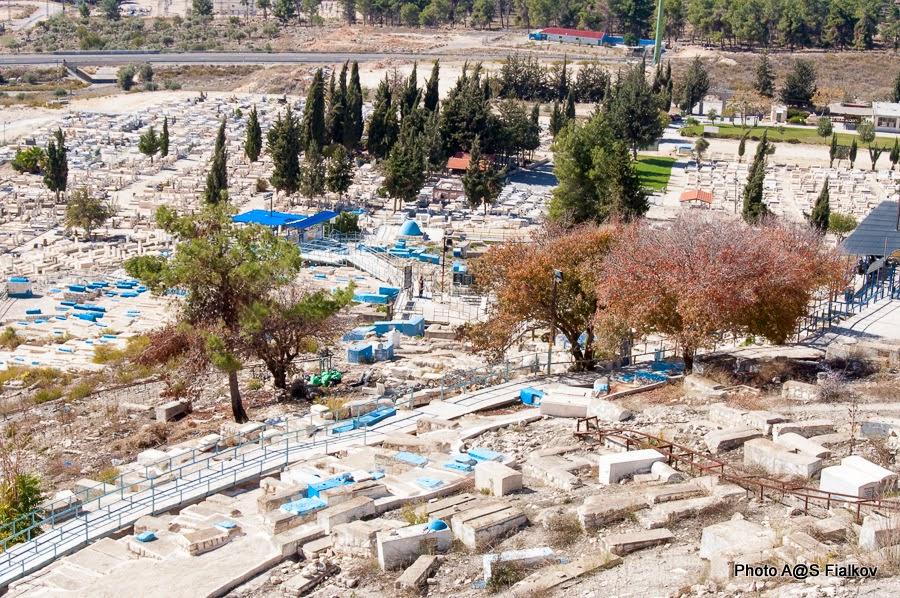 Древнее кладбище в Цфате. Экскурсия в Цфате. Гид в Израиле Светлана Фиалкова.