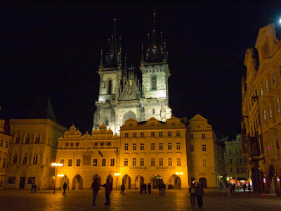 Iglesia de Nuestra Señora de Tyne en la Plaza de la Ciudad Vieja de Praga