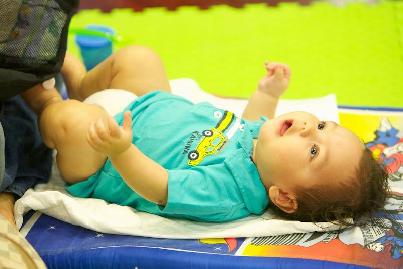 Los masajes para bebés mejoran el vínculo afectivo entre padres e hijos, a través del contacto físico de las manos, en estrecha relación con las miradas, sonrisas y palabras